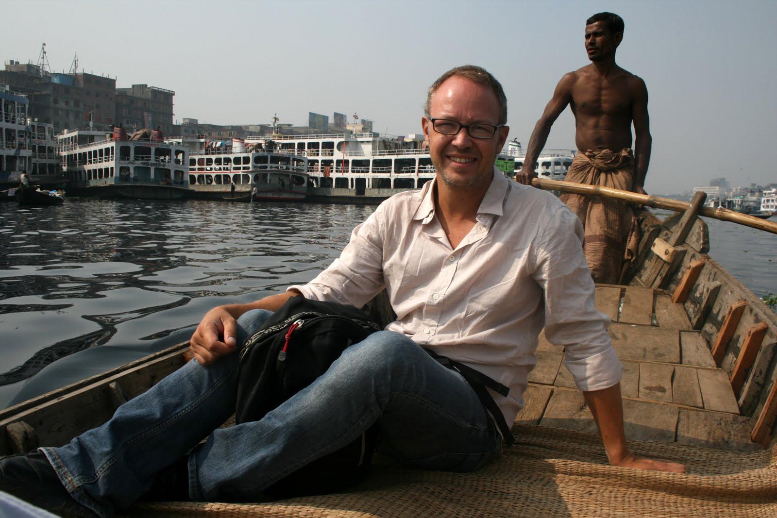 Ute pΌ floden Buriganga i Dhaka.