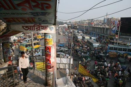 """Ett """"varuhus"""" i Dhaka som har trappuppgŒngen pŒ utsidan."""