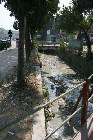 …ppna avloppsdiken som det hŠr ser man šverallt i Bangladesh.