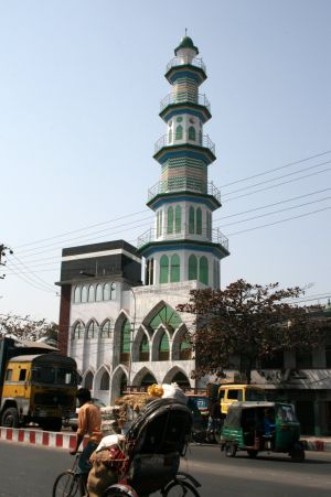 En moskŽ nere vid hamnen i Chittagong.