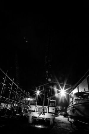 Natt över småbåtshamn på Ingarö