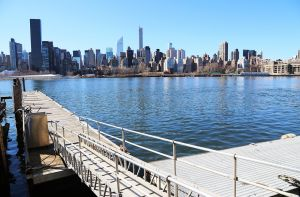 Queens-eastriver-watersedge2