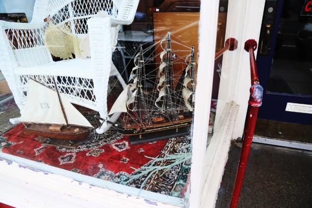 Det narina temat finns överallt på City Island –som här, i en (stängd) antikvitetsbutik längs huvudgatan.
