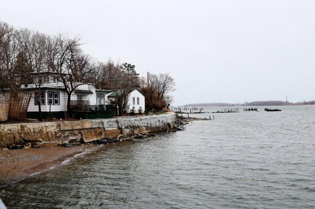 Här tror man nästan att man är i Stockholms skärgård: Ett strandnära hus på City Islands södra udde.