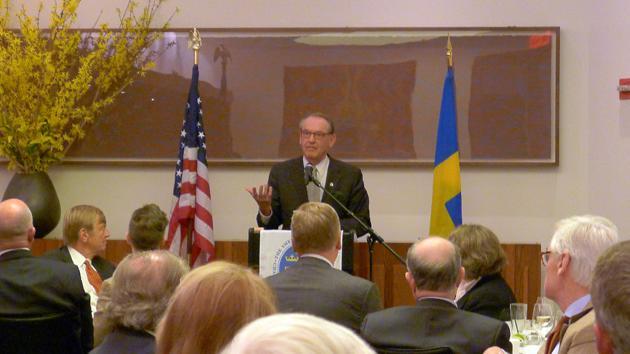 Jan Eliasson håller tal på Svensk-amerikanska handelskammarens lunchseminarium på restaurang Aquavit i New York den 15 april 2014. Foto: Erik Bergin