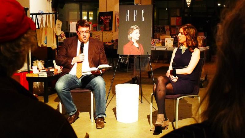 "politikreportrarna Jonathan Allen och Amie Parnes i Washington. I boken, ""H R C, State Secrets and the Rebirth of Hillary Clinton"""