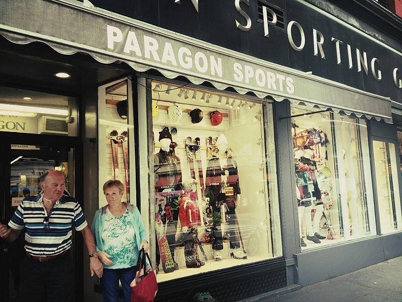 Paragon Sports strax norr om Union Square längs Broadway.