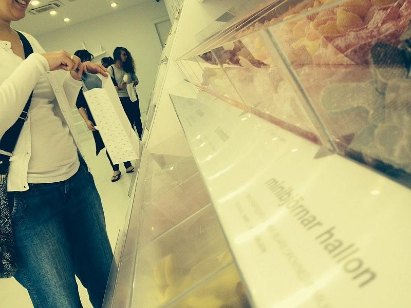 Sockerbit bjuder självplock av svenskt smågodis.
