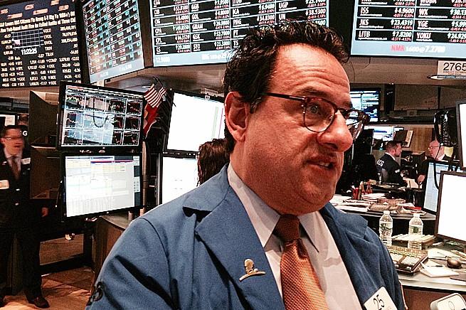 Tradern Peter Costa på New York-börsens handelsgolv.