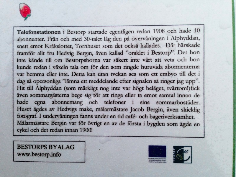 Informationsskylt om Alphyddan och telefonväxeln.