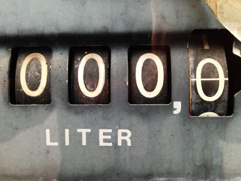 En övergiven bensinpump.