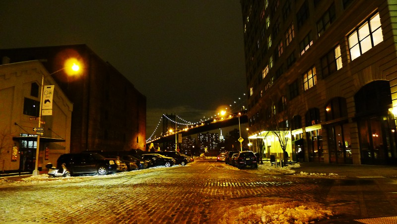 Manhattan Bridge sedd från Dumbo, Brooklyn.