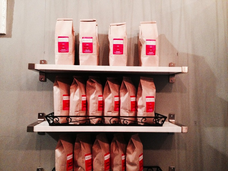 På caféet Kahve i Hells Kitchen kan du köpa gott kaffe.