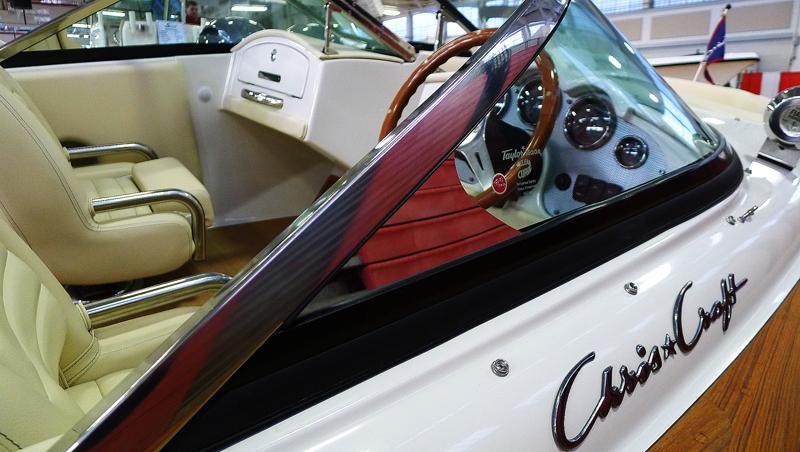 Ingen båtmässa är komplett utan en Chris Craft.