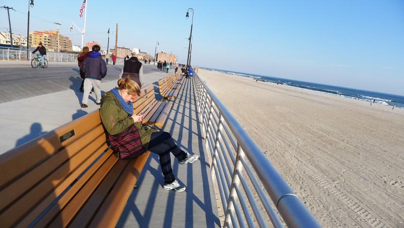 Strandpromenaden i Long Beach. Stranden är uppskattningsvis 100 meter bred.