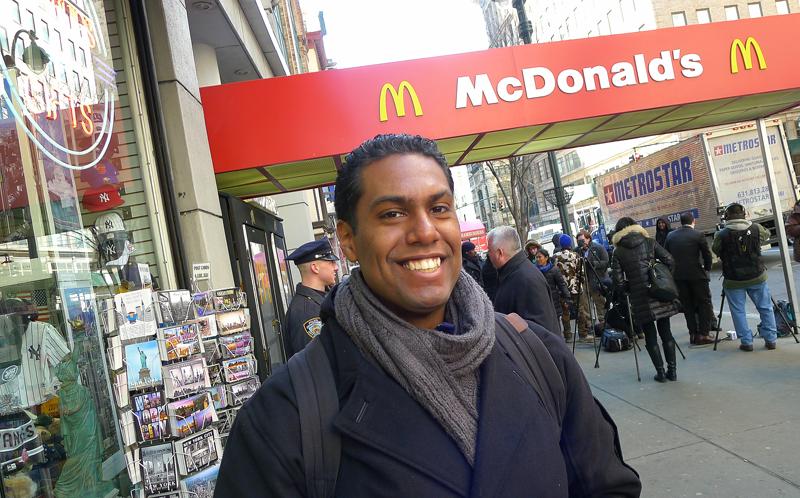 Franklin LaPaz, 25, jobbar på McDonald's och säger sig inte ha fått vare sig en utlovad löneförhöjning eller blivit ersatt för övertid. Foto: Erik Bergin