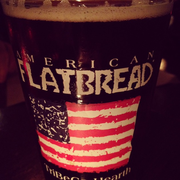 En öl på American Flatbread på Hudson Street.