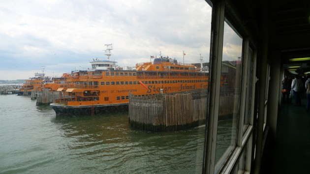 Vi lägger till vid Staten Island.