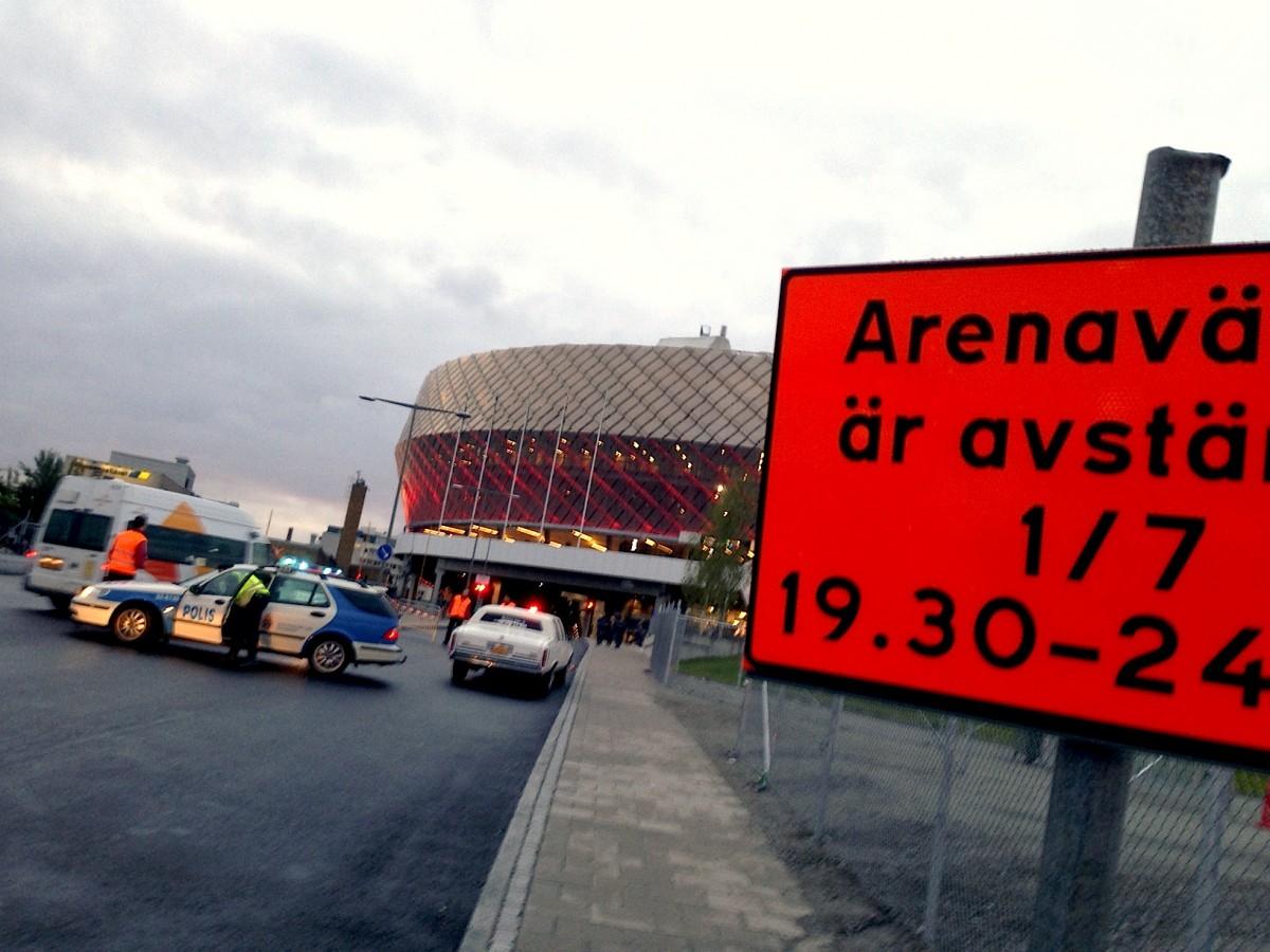 Arenavägen, Stockholm, på tisdagskvällen.