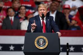 President Trump talar på väljarmöte i Phoenix, Arizona, i februari 2020. Foto: Gage Skidmore/Flickr